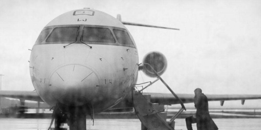 Avion noir et blanc