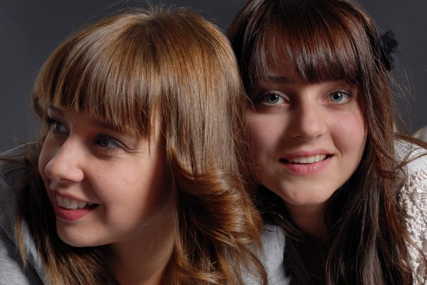 Deux filles en studio
